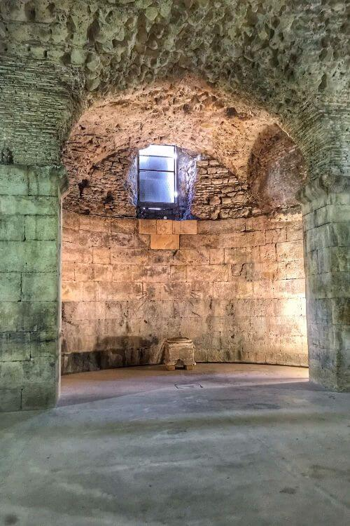 Diocletians-Palace-Basement-Daenerys-Throne-Room-Dragons-Kids-Are-A-Trip