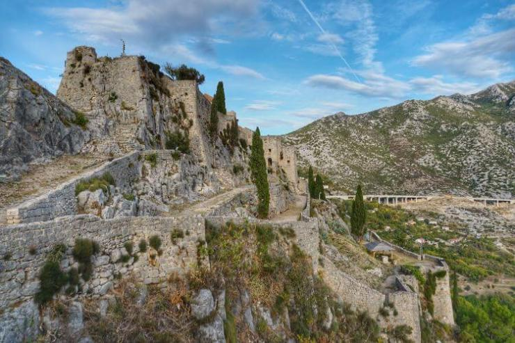 Klis-Fortress-Meereen-Game-of-Thrones-Kids-Are-A-Trip