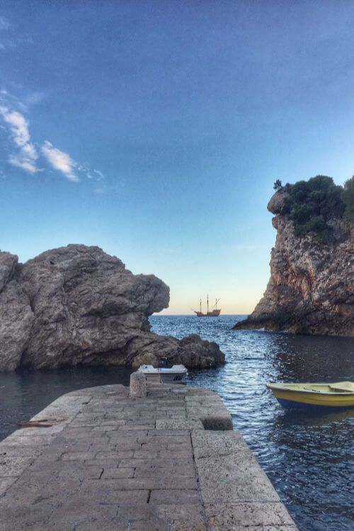 Pile-Bay-Blackwater-Bay-Game-of-Thrones-Dubrovnik-Tour-Kids-Are-A-Trip