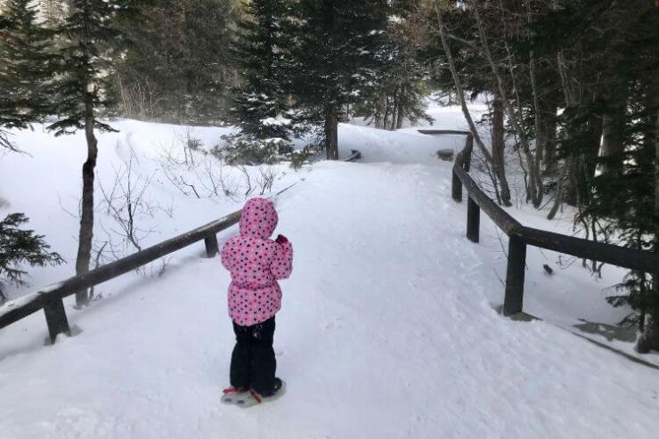 Snowshoeing-in-Estes-Park-Colorado-Kids-Are-A-Trip