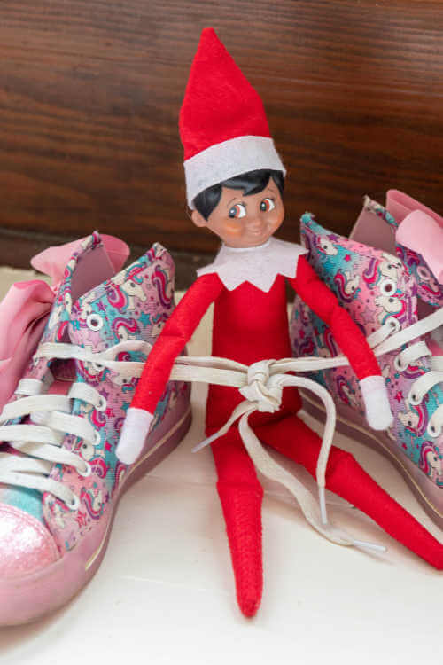 Elf on the Shelf Ties shoes in knots-Kids Are a Trip