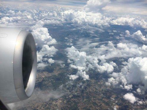 Schöne Sicht aus Flugzeug irgendwo vor Moskau