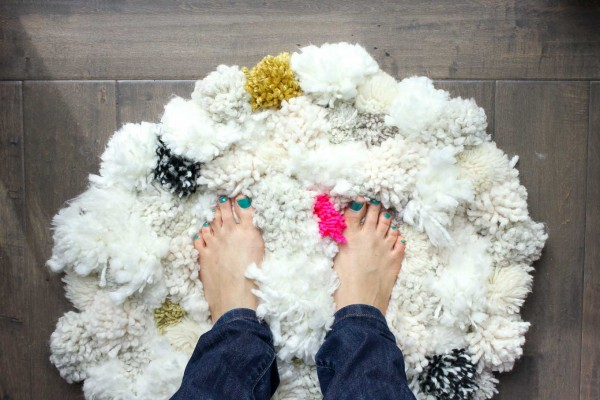 How-to-make-pom-pom-rug-16