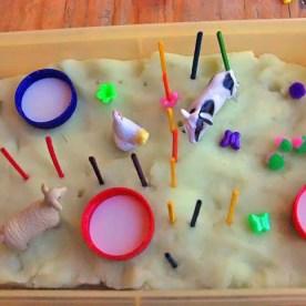 Παιχνίδια με πλαστικά ζωάκια