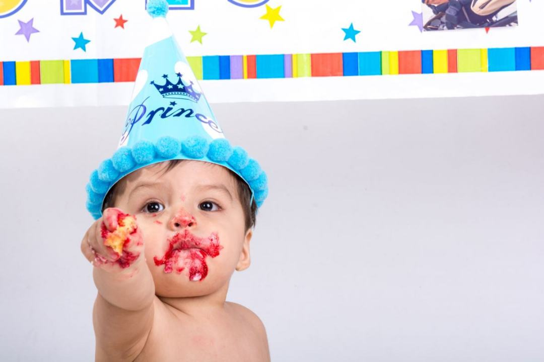 kidsfoto.es Sesión fotográfica bebé Smash Cake en Zaragoza, reportaje infantil
