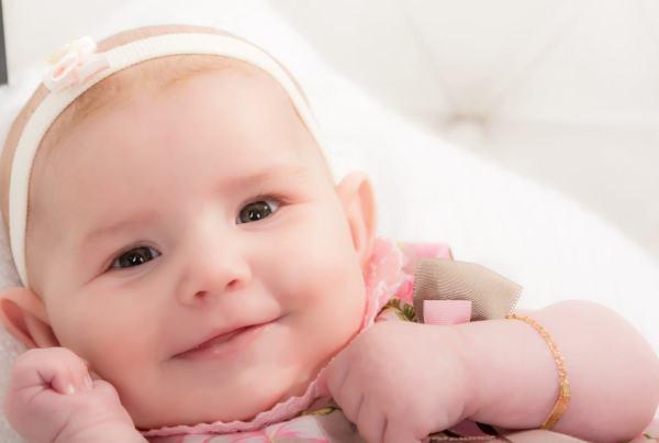 Sesión Reportaje fotográfico bebé Valentina en Zaragoza