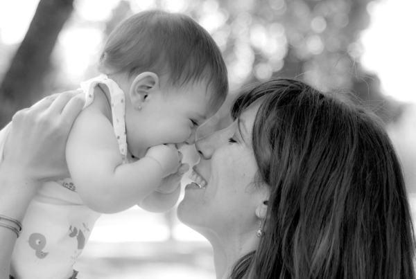 Sesión fotográfica bebé  en exterior en Zaragoza