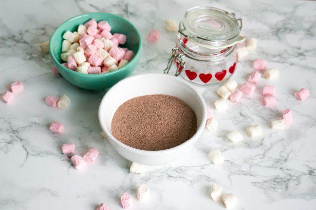 Benodigdheden Warme Chocolademelk in een Pot DIY | Babies Kitchen