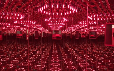 INFINITY MIRRORS WITH KIDS IN TOw