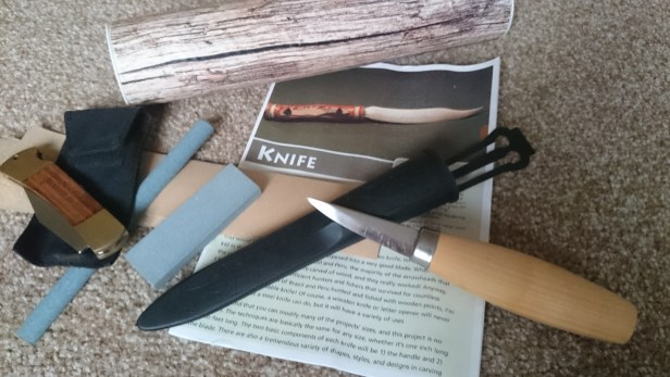 Whittling knife with sheath, sharpeners, leaflet and log-shaped box