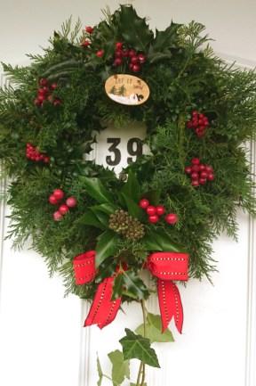 christmas-wreath-on-white-front-door