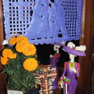 Día de los Muertos: Remembering Our Loved Ones with Ofrendas