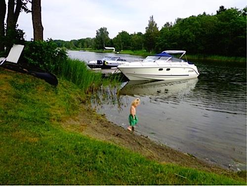 Beaches Sweden- Kid World Citizen