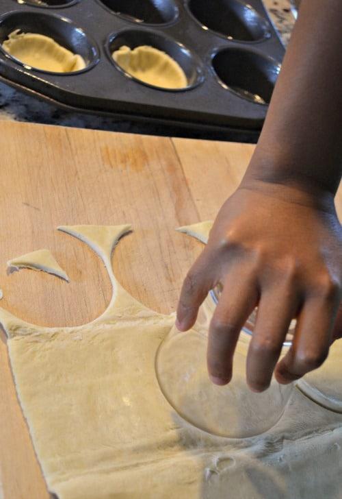 Kids making pastel de nata- Kid World Citizen