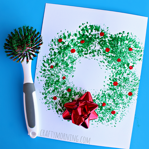 Fun dish brush Christmas Wreath Craft for Kids- Kid World Citizen
