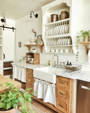 17 Chic Kitchens With Open Shelving 01