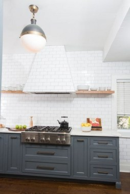 18 Chic Kitchens With Concealed Range Hoods 29