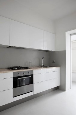 16 All White Ethereal House Is A Space Efficient Apartment In Rome 07