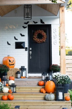 19 Easy DIY Front Porch Halloween Decoration 06