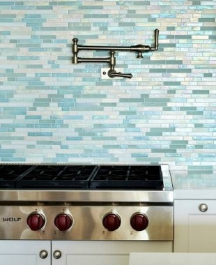 19 Glass Backsplash Ideas To Spark Your Renovation Ideas 05