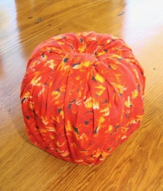 17 Easy And Cheap Toilet Paper Pumpkin Ideas 12