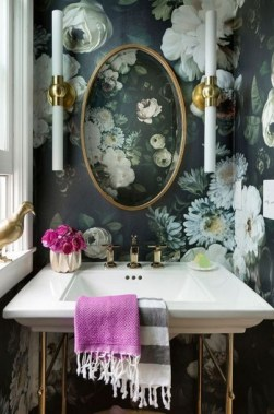 19 Bold Wallpapers That Will Upgrade Bathroom Design To Look More Eye 25