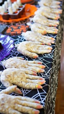 19 Easy DIY Halloween Treats To Make Your Guests In Awe 10
