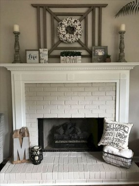 20 Living Rooms With Attractive Mantel Decor For Every Season 21