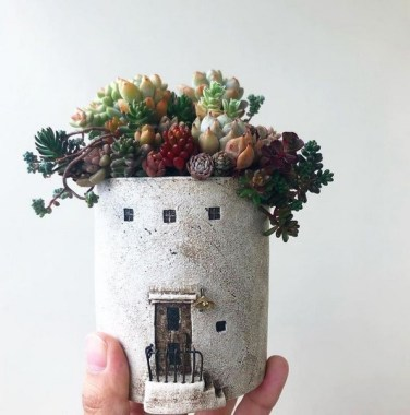 20 Lovely Fall Succulent Planters For Your Home Decoration 26