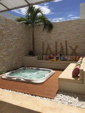 21 Outdoor Jacuzzi Ideas That Will Make You Want To Plunge Right In 03