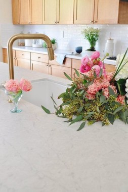 22 Decorate Your Home With Beautiful Flowers 08
