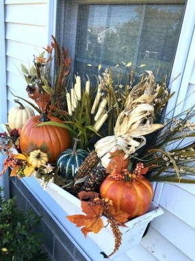 27 Cheap And Easy Fall Window Boxes Ideas 09