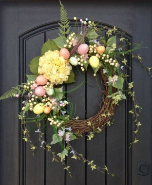 27 DIY Spring Wreaths To Freshen Up Your Front Door 02