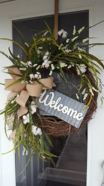28 Cheery Spring Wreath Ideas To Beautify Your Front Door 19