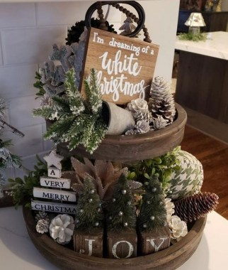 28 Cute Farmhouse Christmas Decoration Ideas 04