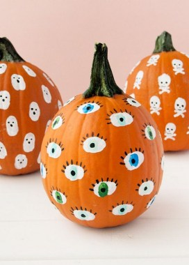30 Curved Pumpkin Crafts For Halloween Decor To Inspire You 12