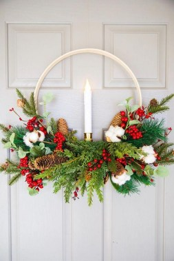 32 On A Budget DIY Christmas Wreath To Deck Out Your Door 20