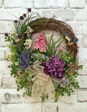 33 Beautiful Spring Wreath To Make It Yourself At Home 12