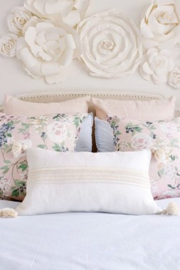 35 Creative Bedroom Decoration Ideas For A New Spring Looks 30