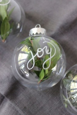 37 DIY Glass Ornament Projects To Try ASAP 27