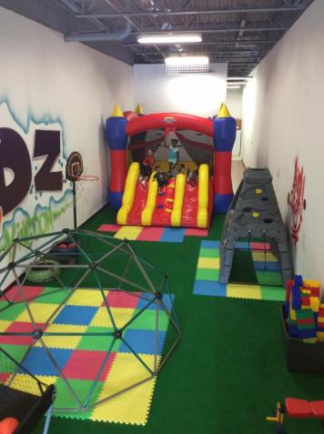 BOUNCE HOUSE FROM THE TREEHOUSE