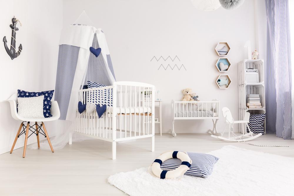 Marineblauwe babykamer