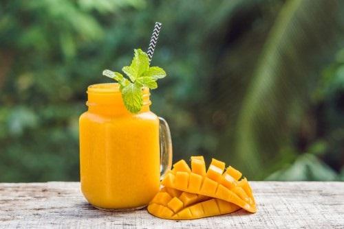 Paassmoothie met tropisch fruit