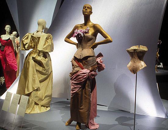 Valerie Steele corset image