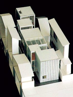 ảnh trái : Mô hình toàn cảnh ngôi nhà. Sự tổ hợp của các khối riêng lẻ chứa đựng các công năng khác nhau.