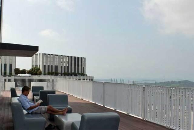 Góc thư giãn trên sân thượng của tòa nhà
