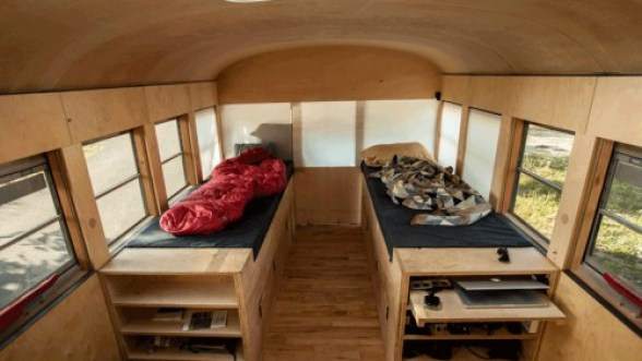 hank-bought-a-bus-turns-schoolbus-into-home-designboom08