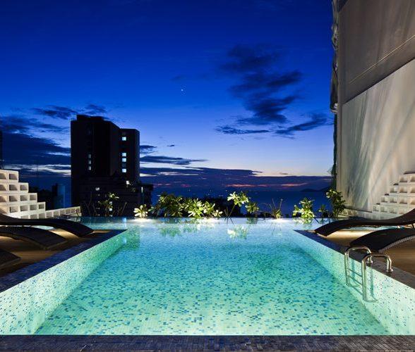 19_pool_atnight