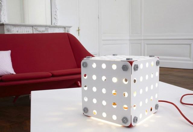 Chiếc đèn độc đáo -  Ảnh: contemporist