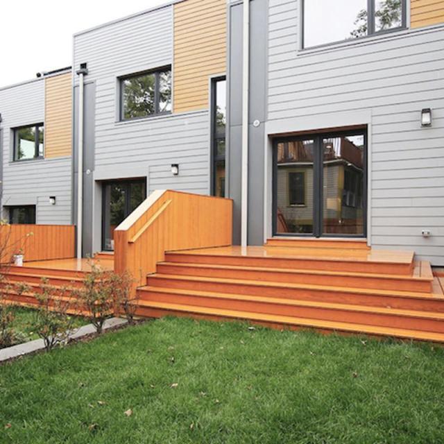 Các ngôi nhà cũng được thiết kế với nguyên tắc năng lượng mặt trời thụ động để giảm thiểu tiêu thụ năng lượng. Những tấm cửa sổ cách điện mang hiệu quả cao cùng với các thiết bị với công nghệ hiện đại cũng giảm sự phụ thuộc của tòa nhà vào điện.